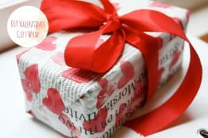 DIY Valentine's Day gift wrap